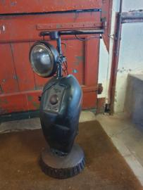 Scooter lamp vervaardigd uit oude scooter onderdelen nr 30021