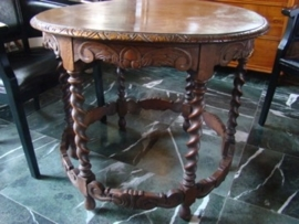 antiek eiken salontafel of bijzettafel.