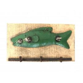 Wandhanger ruw mango hout groene recycled ijzer vis met 3-haken nr 5661gr