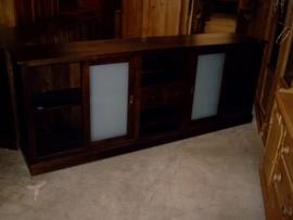 Massief donker eiken dressoir met matglas panelen
