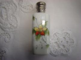 Oud porceleinen parfumflesje wit met geel-rode bloem.