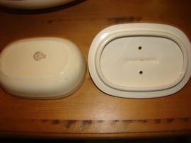 Lampetstel met kammenbak  en zeepbakje.