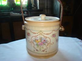 Koekpot of biscuitbarrel Crown Ducal Ware.