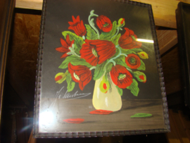 Oude krijttekening vaas met bloemen.