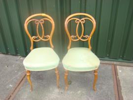 Twee antieke deense stoeltjes.