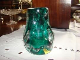 Oude groene glazen vaas