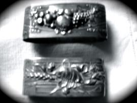 Servetringen silverplate met afbeelding van appels peren en druiven.