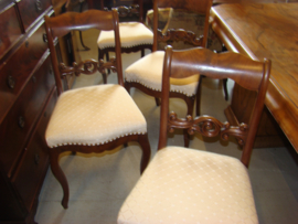 Set van vier antieke eetkamerstoelen.