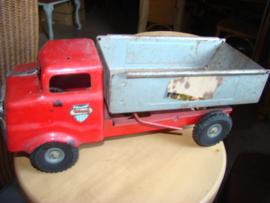 Oude blikken Triang vrachtwagen.
