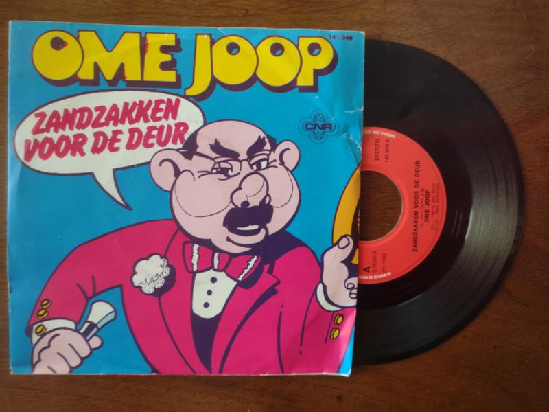Ome Joop met Zandzakken voor de deur 1982 Single nr S20211225