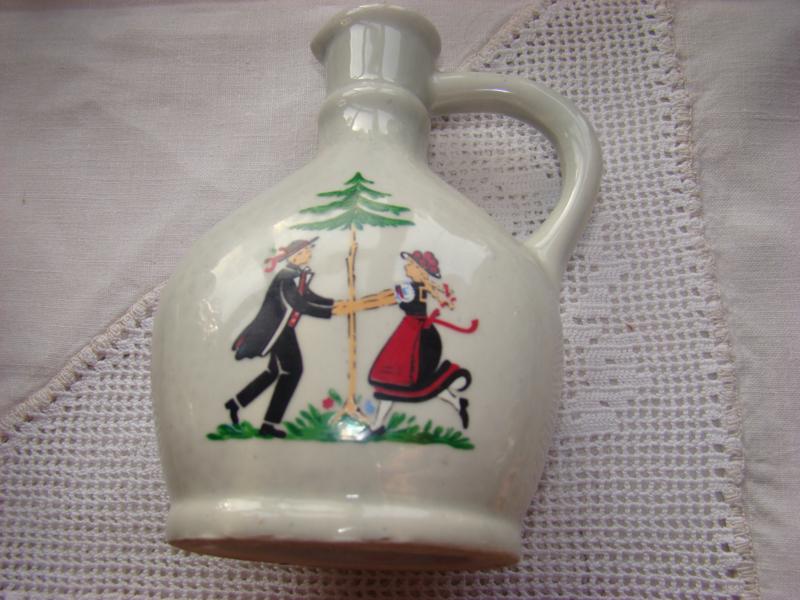 Vintage likeur of kruidendrankflesje dansend paartje.
