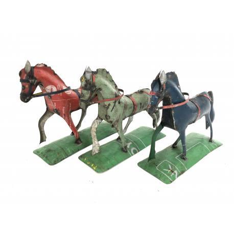 Stappend paard h25cm mint op standaard nr 3076g