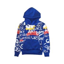 Stoere Blauwe hoodie in coole all over print en met fijne kangaroozak aan de voortkant