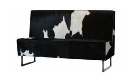 Antonis eetkamerbank, in zwart met wit koeienhuid