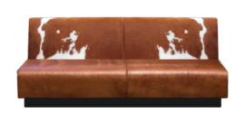 Treinbank in bruinwit koeienhuid met lederen zitting, afm. 200x65x105cm