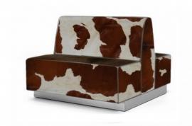 Treinbank dubbel in bruin koeienhuid, op plint