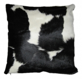 Kussen  van zwart met wit koeienhuid,  50x50cm