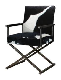 Oldham armsstoel, in zwart met wit koeienhuid