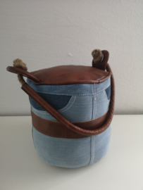 Deurstopper met jeans en leder