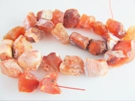 Rode agaat ruwe brok kraal 13-20 mm