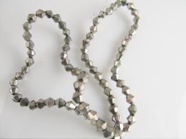 Glaskraal bicone zilverkleur 4 mm