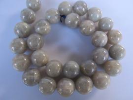Labradoriet ronde kraal 13.8-14.3 mm