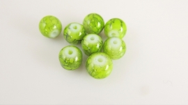 Glaskraal gemarmerd coated limegroen rond 8.5 mm