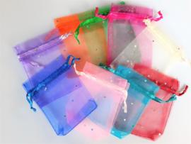 Organza zakje met kristalletjes 9x7 cm.