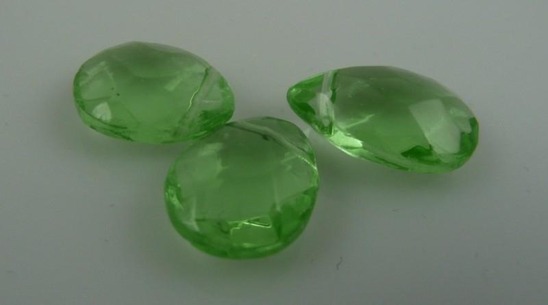 Groene facet kristalglas druppel 14x11 mm