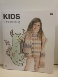 Kids handknitting 05