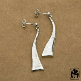 Silver earrings wavy triangles - zilveren oorbellen wavy driehoekjes (L10)