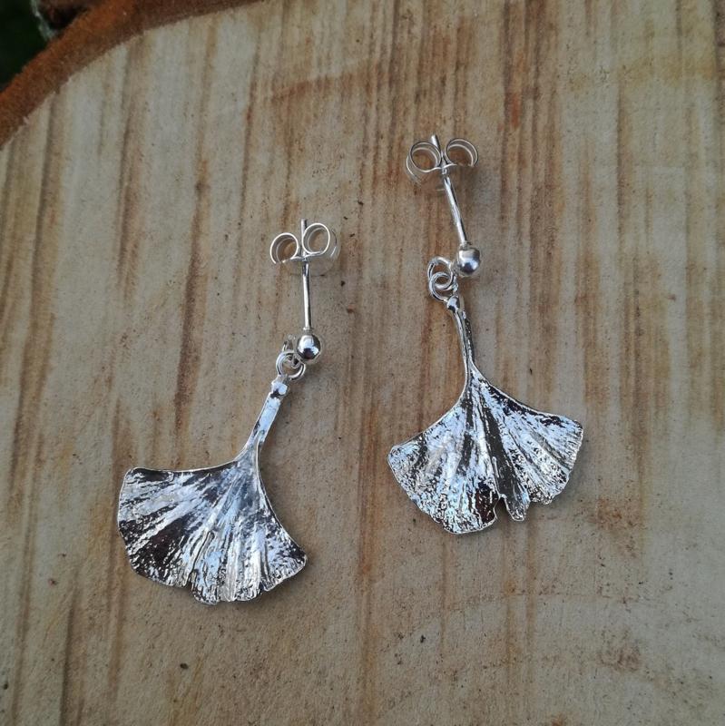 Silver earrings ginkgo - Zilveren oorbellen ginkgo (G11)