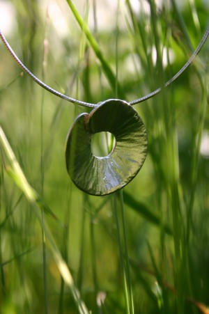 silver pendant round zilveren hanger rond handmade handgemaakt