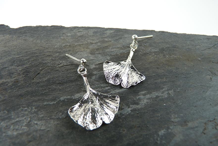 zilveren oorring nature silver earring natuur handmade handgemaakt ginkgo