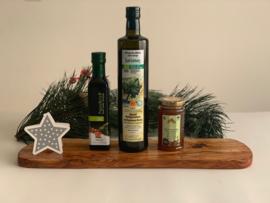 Kerstpakket Kreta: Olijfhouten borrelplank met bio olijfolie, balsamico en honing