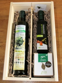 Geschenkkistje met biologische olijfolie, bio balsamico en bio kruiden