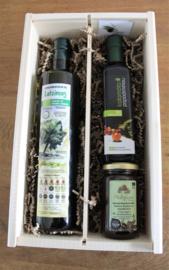 Geschenkkistje met biologische olijfolie, bio balsamico en Thyme honing