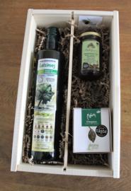 Geschenkkistje met biologische olijfolie, Thyme honing en bio kruiden