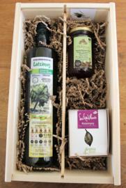 Geschenkkistje met  biologische olijfolie,  Thyme honing en  bio kruiden uit Griekenland
