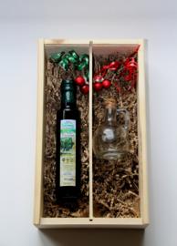 Kerstbox 250 ml biologische Latzimasolijfie en glazen schenk kannetje