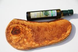 T/M 16-10-2019: 1x 250 ml bio olijfolie en olijfhouten borrel/tapas plank 33 cm  x 16,5 cm Nr2