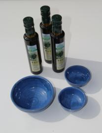 T/M 14-10-2019  3x 250 ml bio olijfolie en handgemaakte borrelschaaltjes van aardewerk