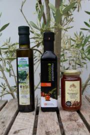 T/M 30-07-2020 Bio olijfolie 250ml, bio balsamico 250 ml en Kretenzische biologische honing van thymbloemen en wilde kruiden 300g