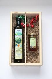 Kerstbox 750 ml biologische Latzimas olijfolie en 300 gram thijmhoning