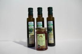 T/M 20-10-2019  3 flessen 250 ml Latzimas biologische olijfolie extra vierge&Kretenzische biologische honing van thymbloemen en wilde kruiden 300g