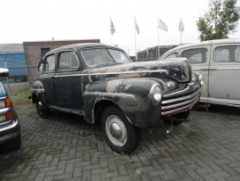ford 1948 sedan fordor    ( SOLD )
