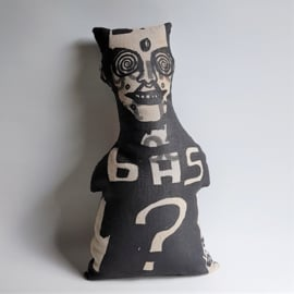 kussen pop pillow doll BAS? bas kosters studio textile art