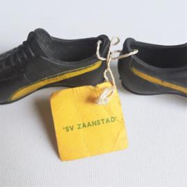 sportschoenen miniatuur damesvoetbal sv zaanstad autospiegel hanger 1960s