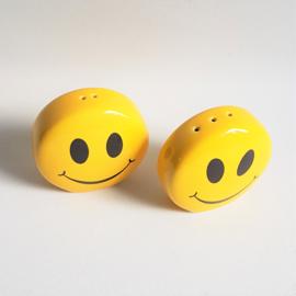smiley peper en zoutstel salt pepper jars 1980s