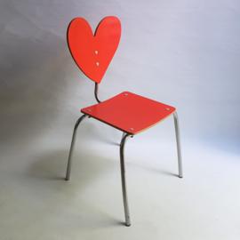kinderstoel hart children's chair spain agatha ruiz de la prada 1990s